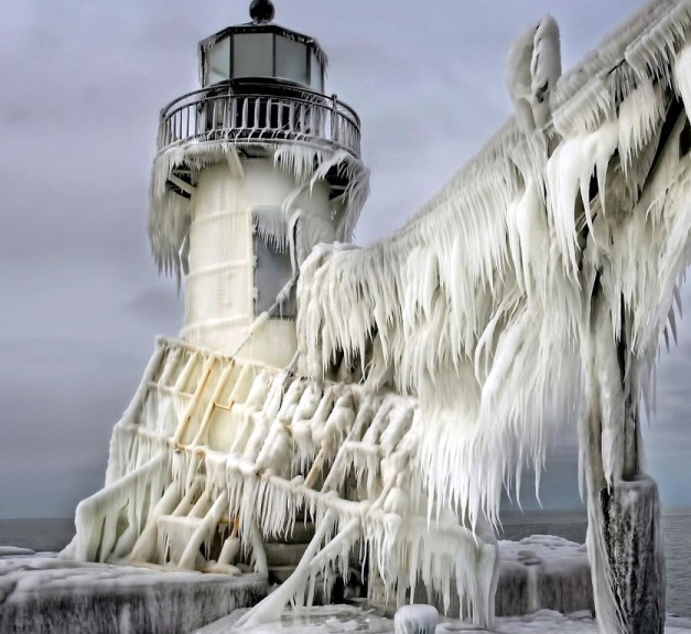 frozen-lighthouse03